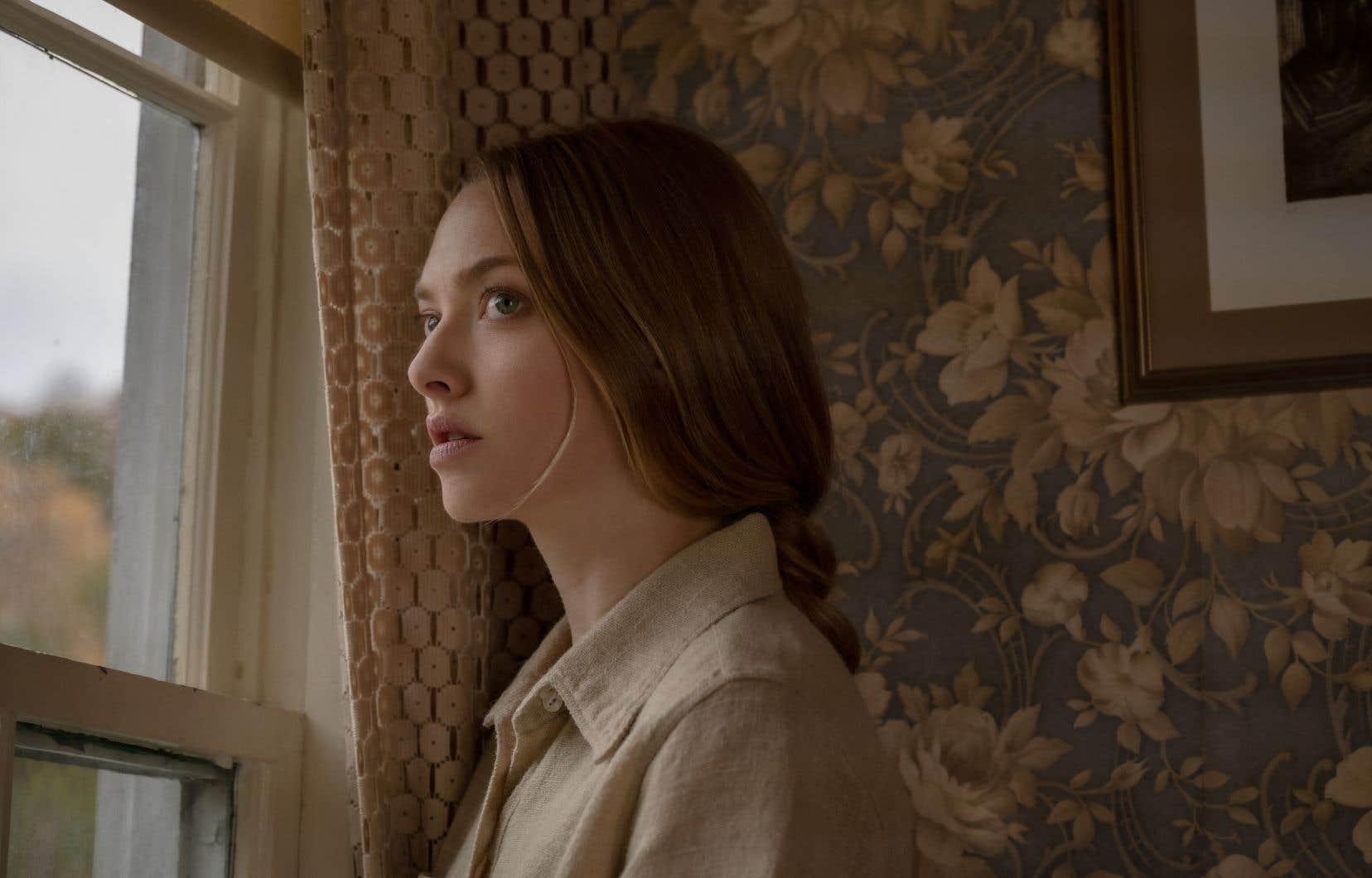Amanda Seyfried dans le rôle de Catherine Clare dans Things Heard and Seen