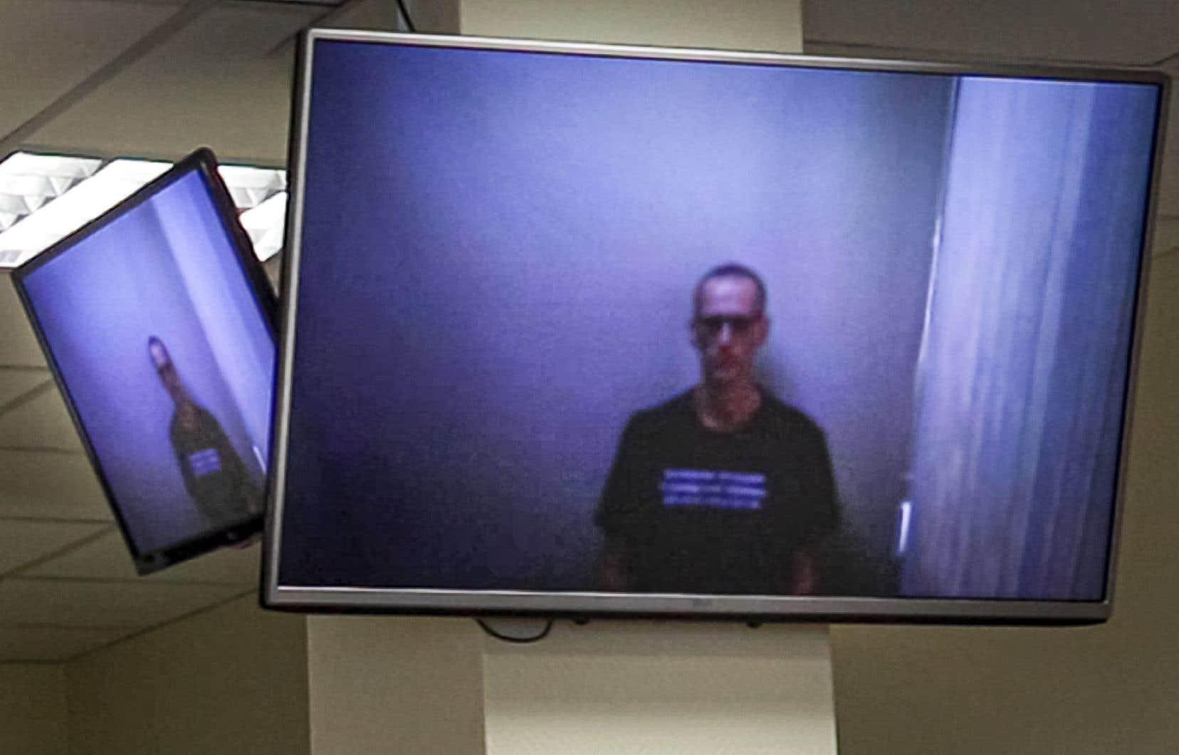 Emprisonné, décharné et le crâne rasé, Alexeï Navalny s'est exprimé en visioconférence jeudi devant un tribunal moscovite pour l'appel de sa condamnation à une amende en mars.