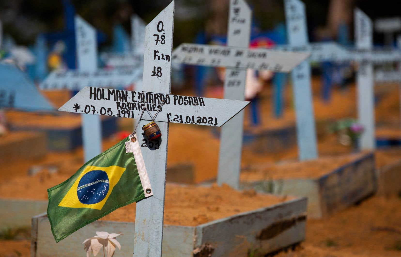 La deuxième semaine d'avril a été la plus dévastatrice au Brésil, avec deux journées à plus de 4000 morts enregistrées en 24heures.
