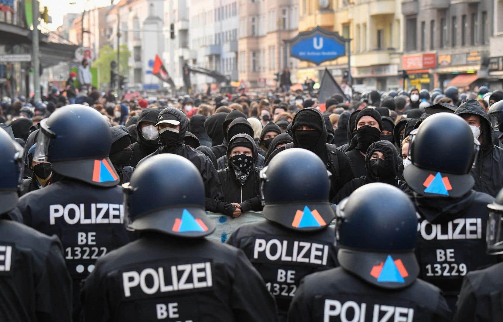 Une vingtaine de rassemblements ont eu lieu à Berlin, avec des mots d'ordre allant de la hausse des loyers à la politique migratoire en passant par l'opposition aux mesures de restrictions liées à la pandémie.