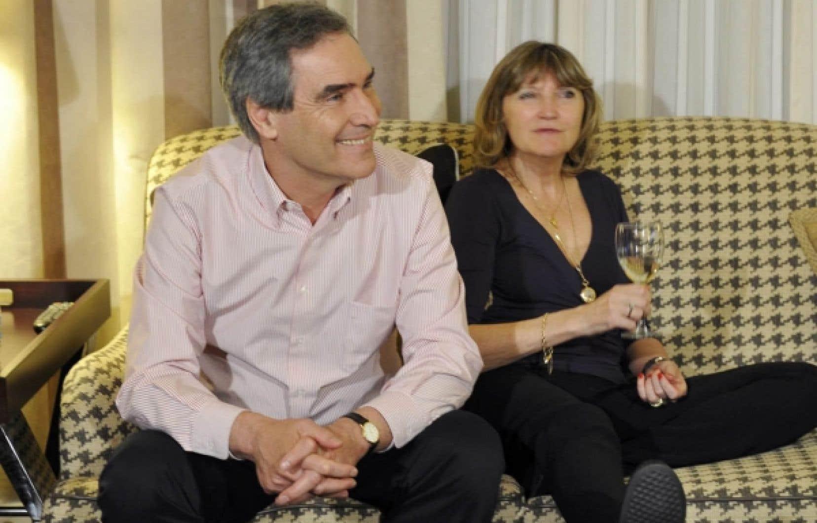 Souriant malgré tout, Michael Ignatieff a suivi le déroulement de la soirée électorale en compagnie de sa femme, Zsuzsanna Zsohar.<br />