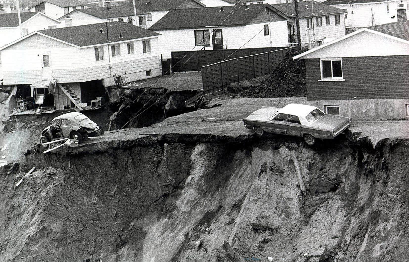 <p>Parmi les plus de 2000 résidents de la municipalité, des centaines ont perdu leur maison et leurs biens qui ont été engloutis dans un cratère de plus d'un kilomètre de long.</p>
