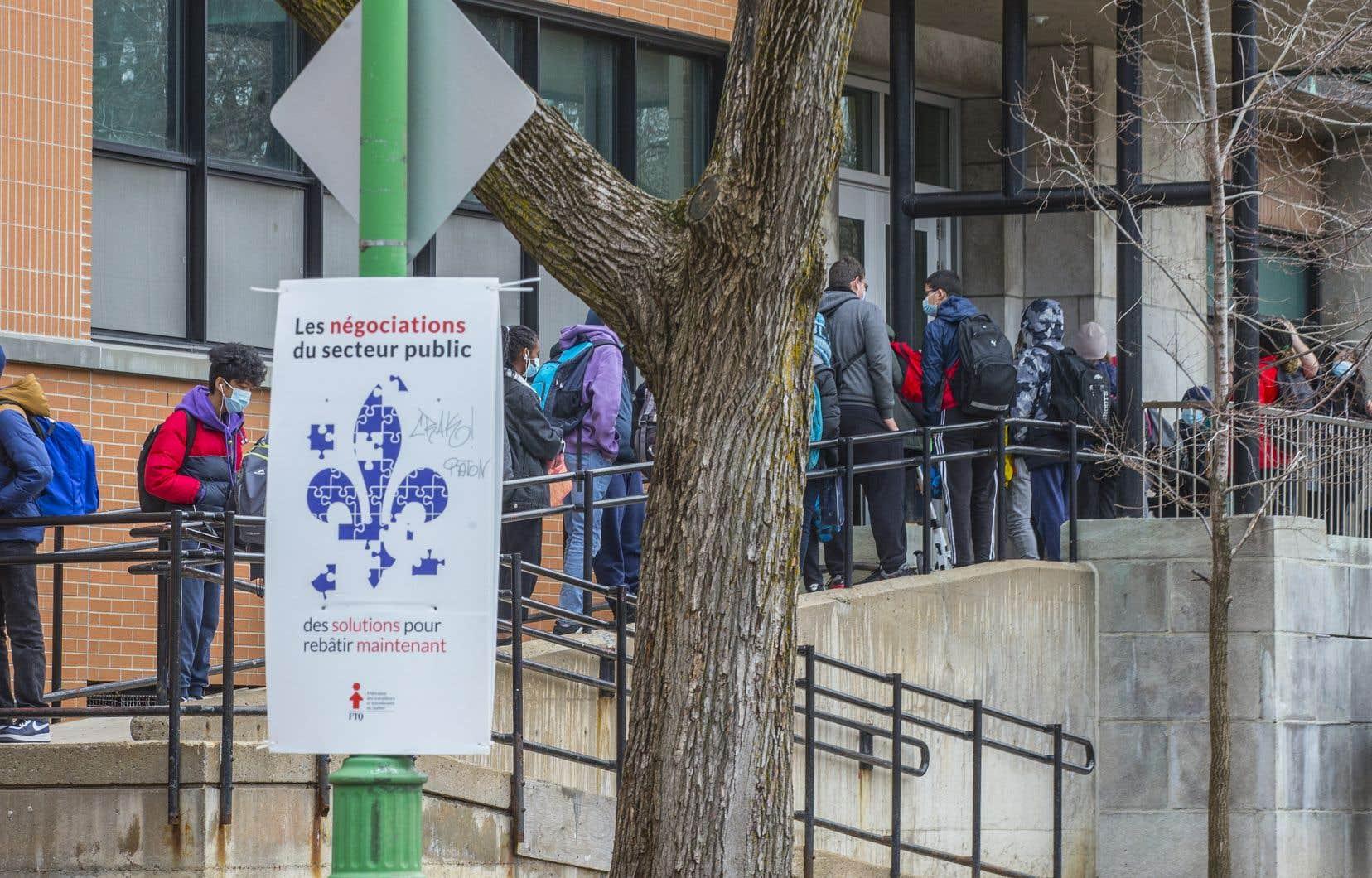 Le sort des élèves du secondaire en zone rouge a été au coeur de plusieurs tergiversations en mars dernier.