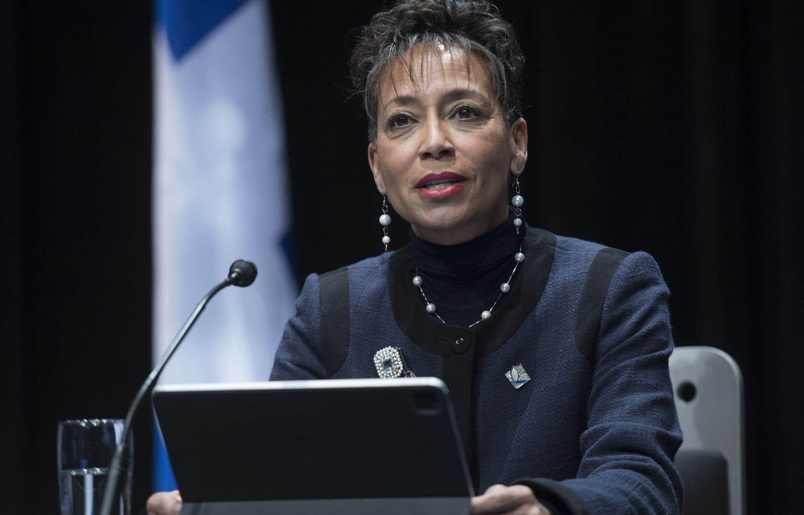 «Dans certains secteurs, c'est extrêmement difficile [d'attirer des gens qui parlent français]», a dit la ministre Nadine Girault mardi, assurant que ces travailleurs devront «signer un engagement formel» pour se franciser.