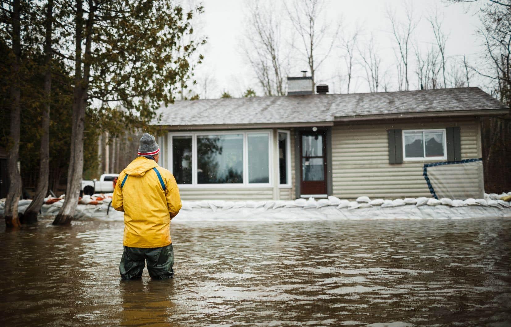 Au printemps 2019, un  résident du quartier d'Aylmer,  à Gatineau, observait sa maison encerclée par les eaux.