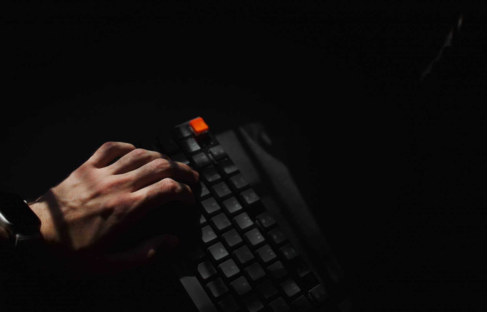 À l'instar de nombreuses figures publiques, les élus municipaux sont régulièrement la cible d'attaques virulentes sur les réseaux sociaux.