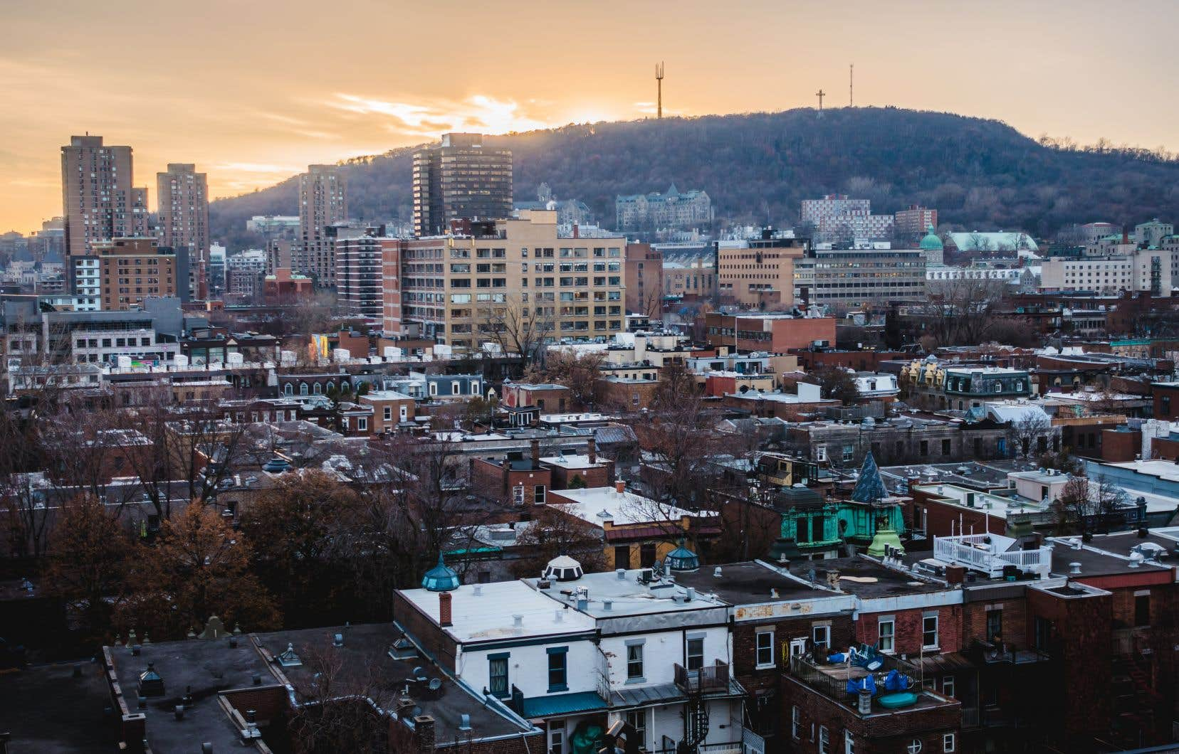Au total, 6237 habitations ont été vendues dans la grande région montréalaise le mois dernier, comparativement à 1882 habitations en avril 2020 et à 6348 en mars 2021, a précisé l'APCIQ.