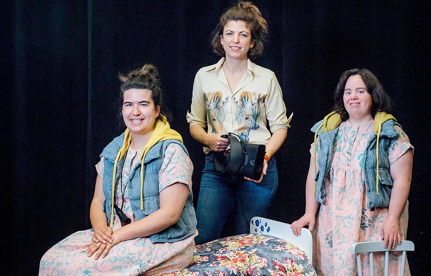 De gauche à droite: Anne Tremblay, interprète, Catherine Bourgeois, metteuse en scène, et Stephanie Colle, interprète, pour la pièce «Violette». La créatrice cherchait une forme esthétique pouvant convenir au sujet délicat des abus.