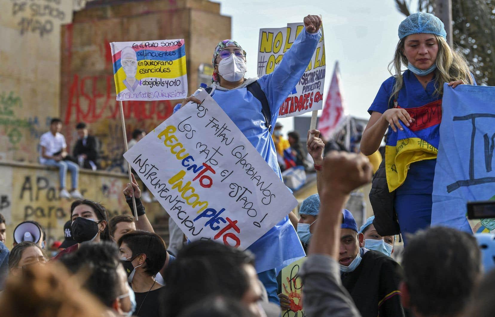 Les manifestants réclament notamment une amélioration des politiques de santé, d'éducation, de sécurité et dénoncent les abus des forces de l'ordre.