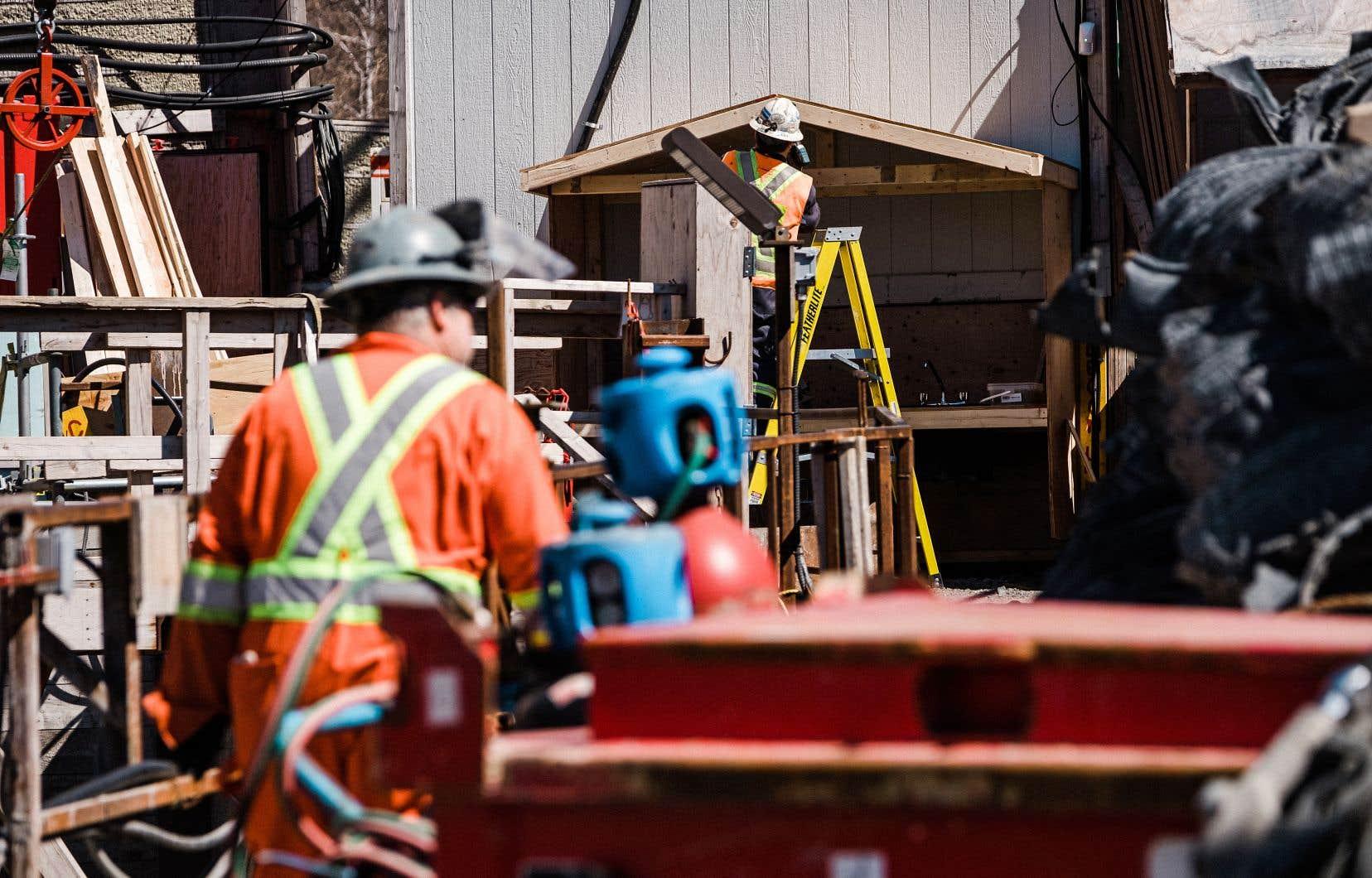 34 chantiers sont aux prises d'éclosions, soit trois fois plus que la moyenne hebdomadaire recensée depuis le mois de novembre.