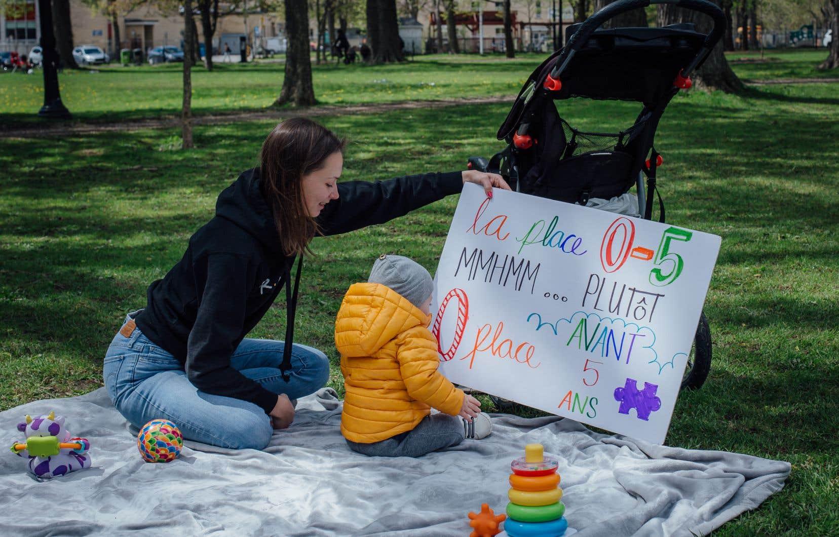 «Je suis un peu en panique. Je ne sais pas ce que je vais faire. J'ai même envisagé l'aide sociale», explique Noémie Drouin, qui n'a toujours pas trouvé de garderie pour son fils Louis, âgé de huit mois.