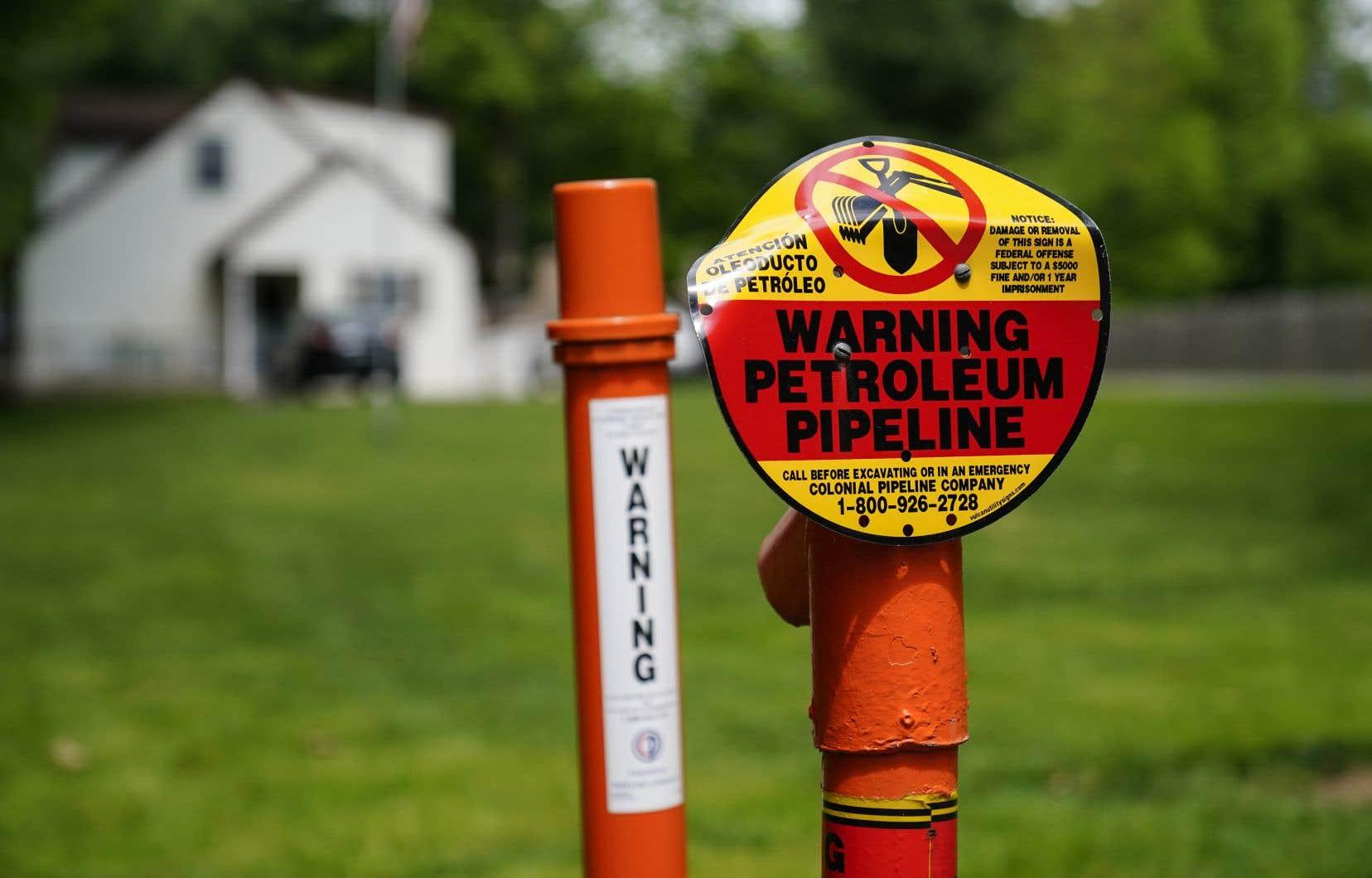 Colonial Pipeline achemine 2,5millions de barils de pétrole et de gaz naturel par jour à travers les États-Unis. Son réseau de pipelines de plus de 8800 kilomètres appartient à un groupe de cinq sociétés d'investissement qui comprend la Caisse de dépôt et placement du Québec.