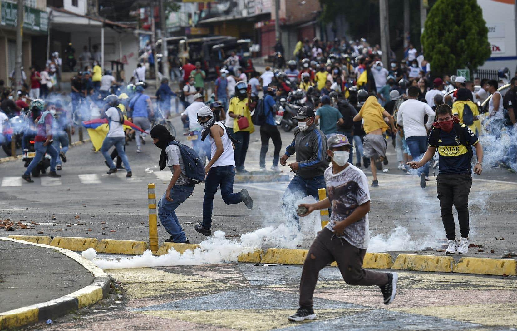 Selon l'ONG locale Temblores, les violences ont fait 35 morts à Cali, dont 14 aux mains des forces de l'ordre, en deux semaines de manifestations.