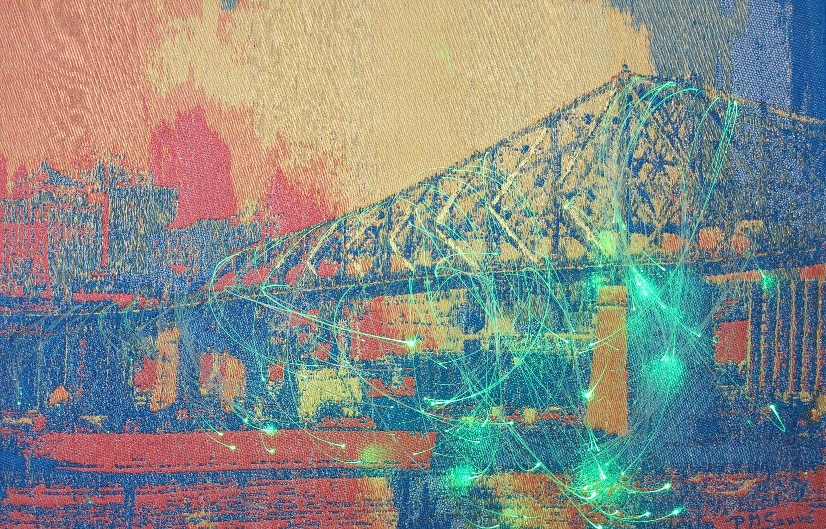 Exposée au Musée des métiers d'art du Québec jusqu'au 20 juin, l'œuvre interactive Pont Jacques-Cartier change de couleur en fonction du bruit.