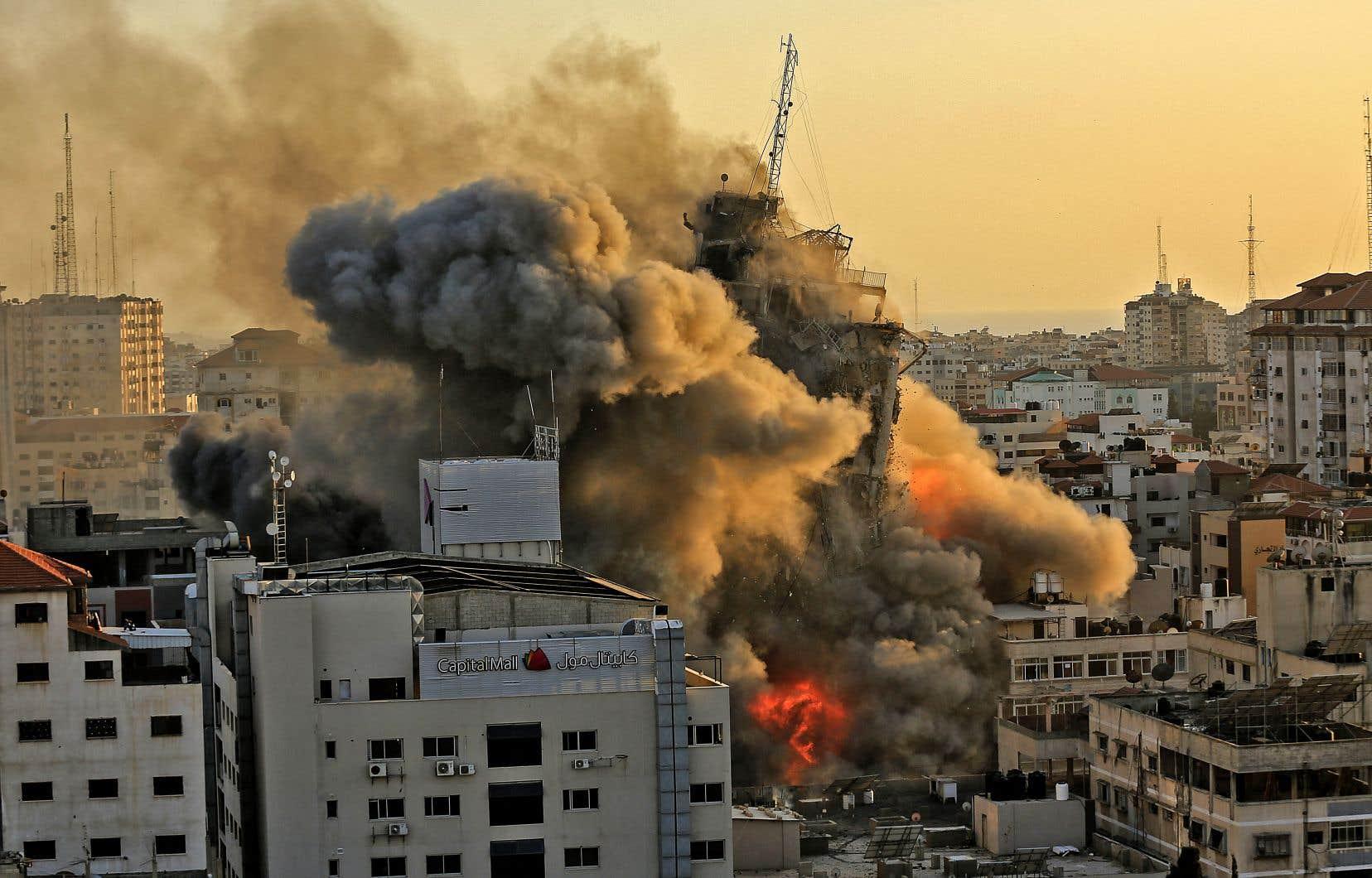 L'aviation israélienne a notamment pulvérisé une tour de plus de 10 étages abritant des bureaux de la chaîne palestinienne al-Aqsa, créée il y a quelques années par le Hamas.