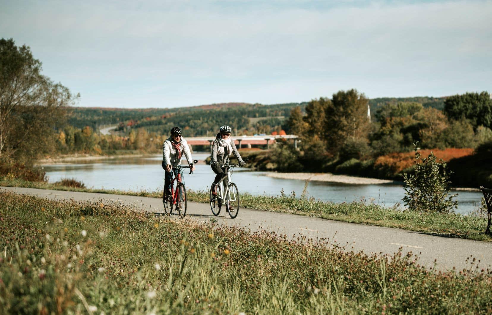 Au cœur de la Beauce, la véloroute de la Chaudière emprunte une piste cyclable asphaltée de Scott à Vallée-Jonction, le long de la rivière Chaudière.