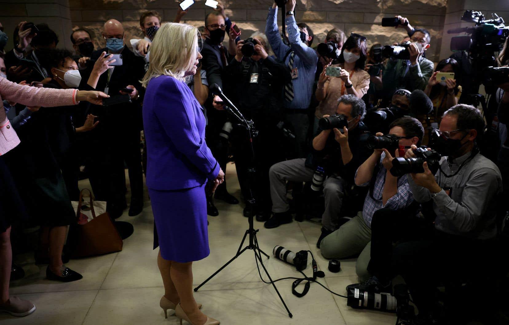 Liz Cheney s'adresse à la presse, après avoir été démise de ses fonctions.
