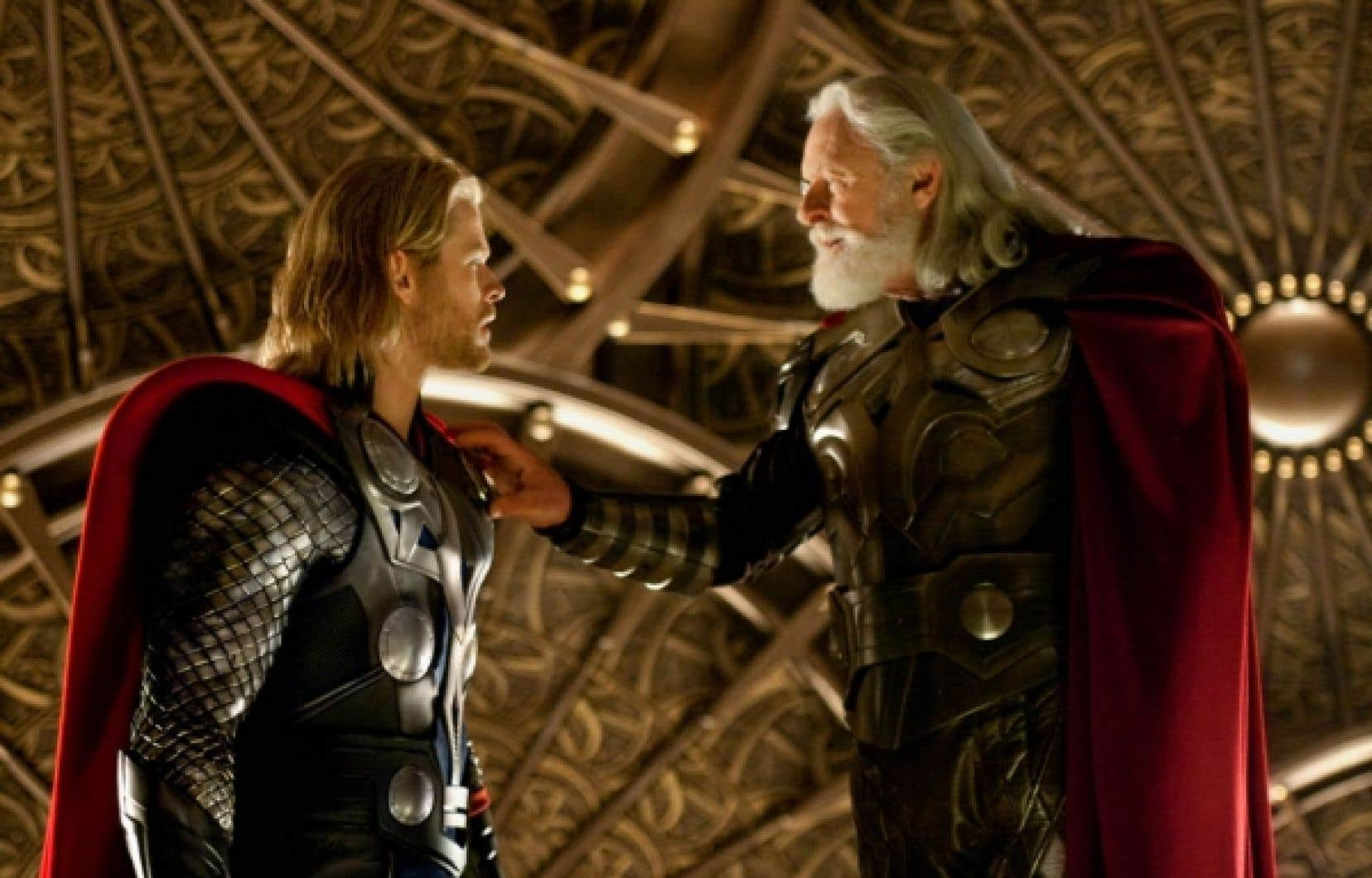 Chris Hemsworth et Anthony Hopkins dans Thor, de Kenneth Branagh