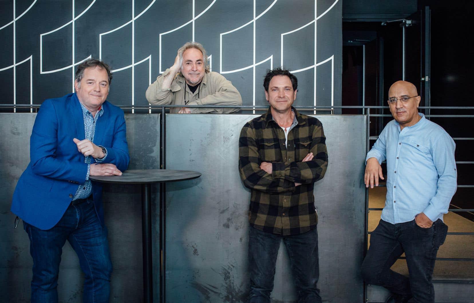 Une partie de l'équipe du film «Les vieux chums»: les acteurs Paul Doucet, Patrick Labbé et Hassan El Fad en compagnie du réalisateur Claude Gagnon (derrière)