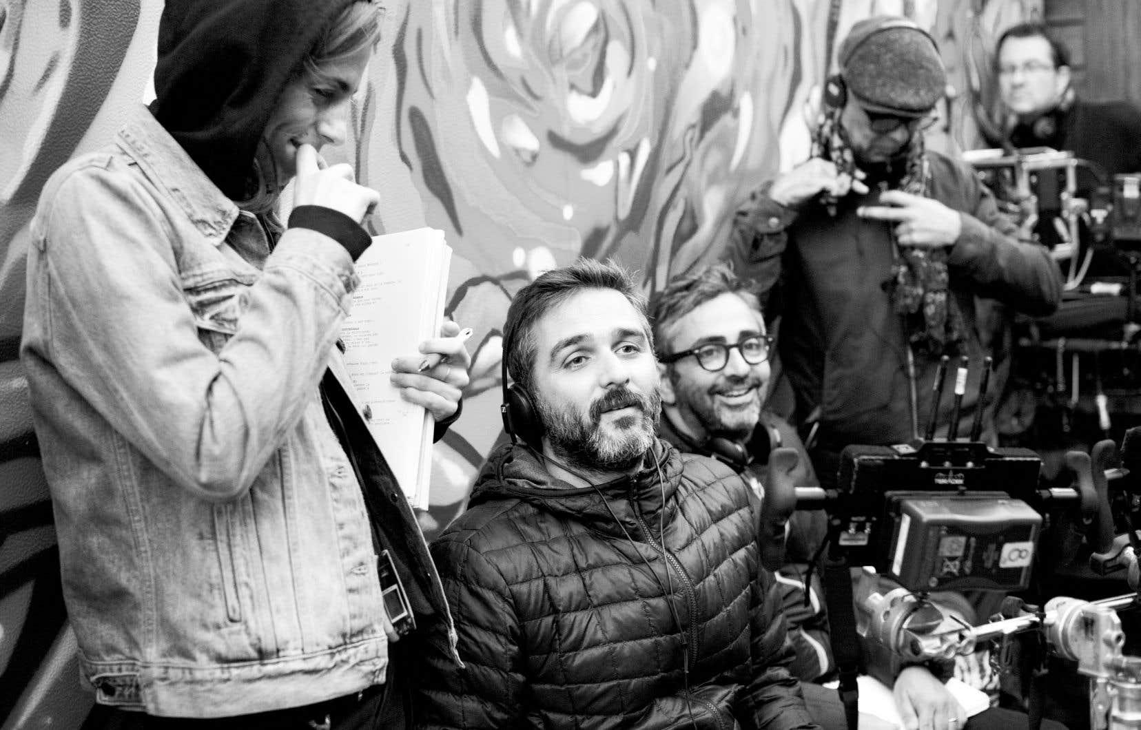 Les cinéastes Olivier Nakache et Éric Toledano ont imaginé un scénario au fil des deux années d'immersion passées dans des associations qui prennent en charge les personnes autistes devenues adultes.