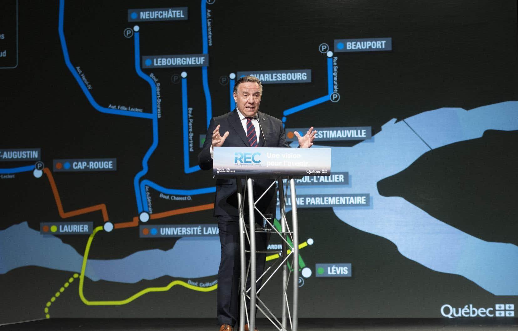 «Il y a des gens qui vont dire que c'est beaucoup d'argent, mais c'est absolument nécessaire pour Québec, Lévis, la Rive-Sud, une bonne partie de Chaudière-Appalaches et pour l'est du Québec», a déclaré le premier ministre François Legault.