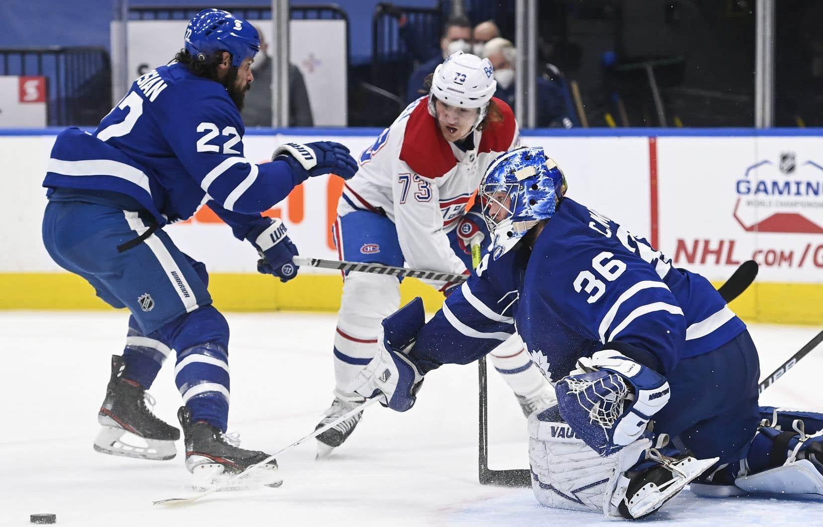 Les Maple Leafs de Toronto ont gagné sept de leurs dix matchs contre le Canadien de Montréal cette saison, grâce notamment à du meilleur travail en zone défensive que par le passé.