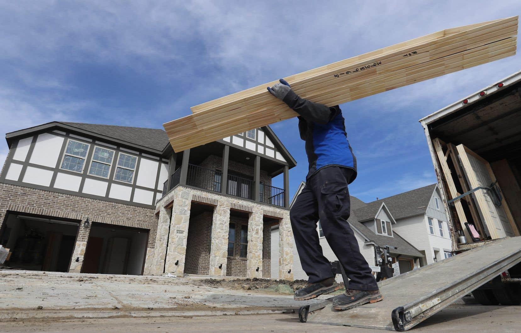 Les constructeurs de maisons et d'appartements vivent déjà un casse-tête avec les hausses de prix et les matériaux difficiles à obtenir.