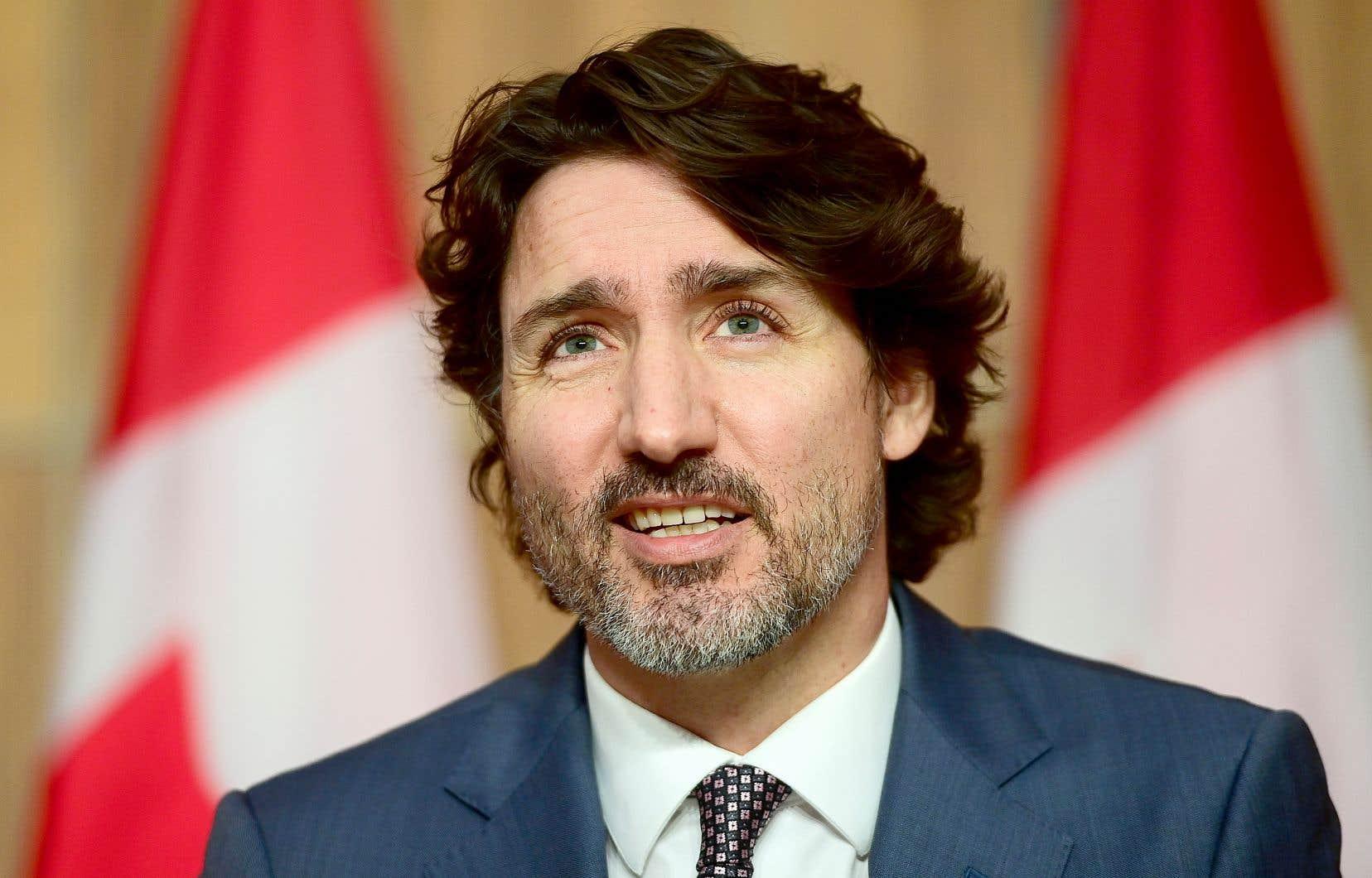 Bien que l'équipe de François Legault se basait sur l'avis du constitutionnaliste Benoît Pelletier pour plaider qu'il pourrait amender de façon unilatérale la section de la Constitution portant sur le Québec, le fédéral ne s'était pas encore prononcé.