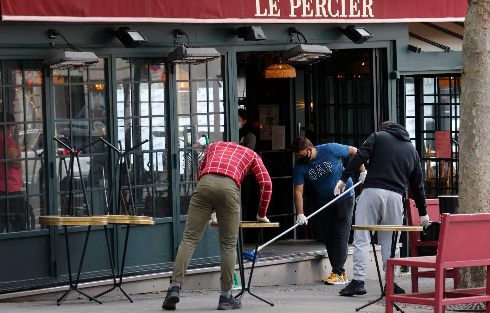 Depuis une semaine, une étrange excitation a gagné la Ville Lumière, où la fréquentation des terrasses fait pour ainsi dire partie l'art de vivre.