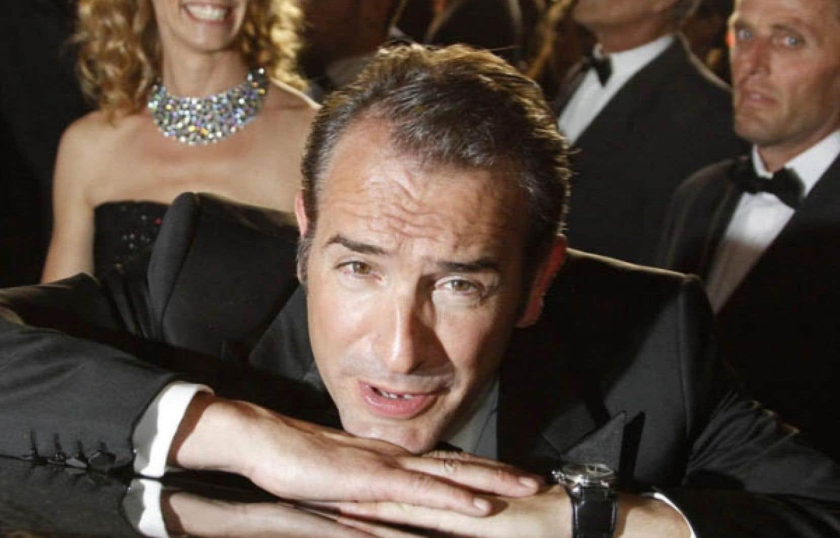 La vedette de The Artist, Jean Dujardin, et son épouse, l'actrice Alexandra Lamy, hier à Cannes.<br />