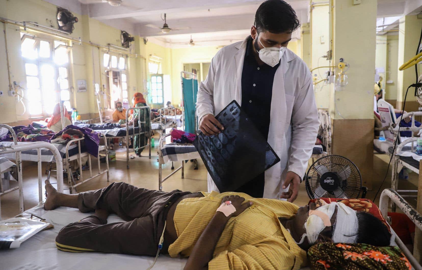 Les autorités du pays ont signalé des milliers de cas de mucormycose, communément appelée «champignon noir», que les spécialistes lient au diabète et au système immunodéprimé des victimes du coronavirus.