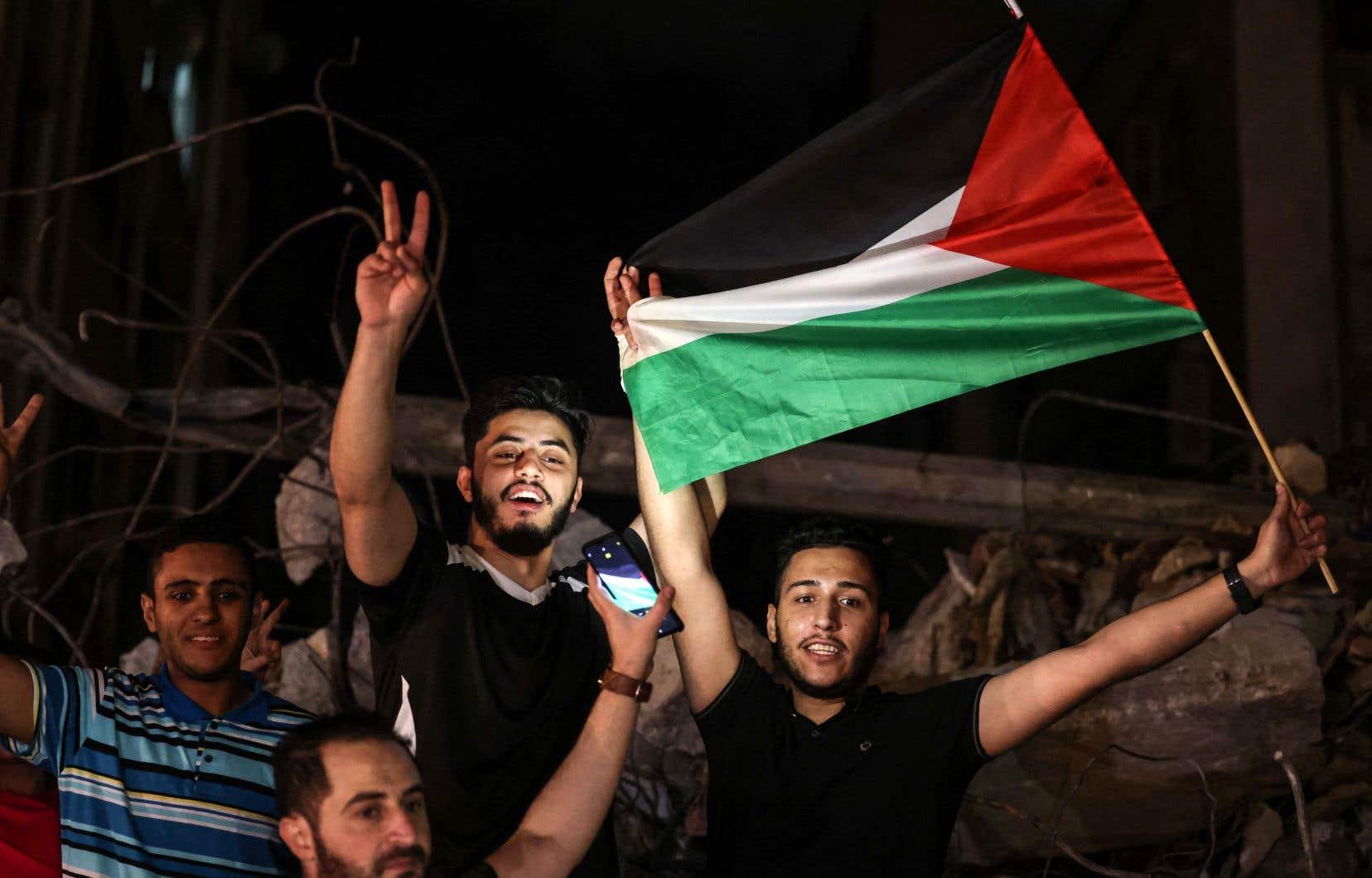 Dès l'entrée en vigueur du cessez-le-feu, jeudi, des Palestiniens ont exprimé leur satisfaction dans les rues du centre de Gaza.