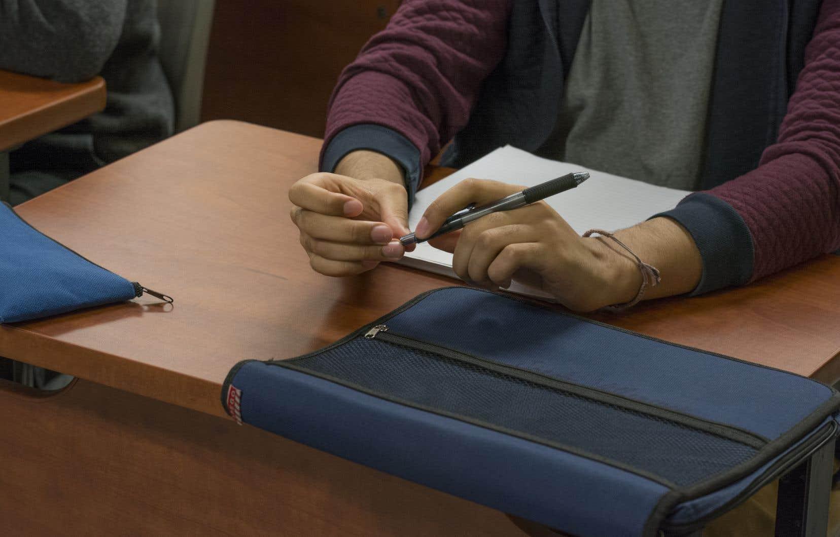 En novembre dernier, la ministre de l'Enseignement supérieur, Danielle McCann, avait lancé une enquête sur dix collèges privés non subventionnés. Québec avait indiqué avoir des doutes sur la qualité de l'enseignement au sein de ces établissements et s'inquiétait de certaines pratiques jugées douteuses sur le recrutement international, notamment en Inde.