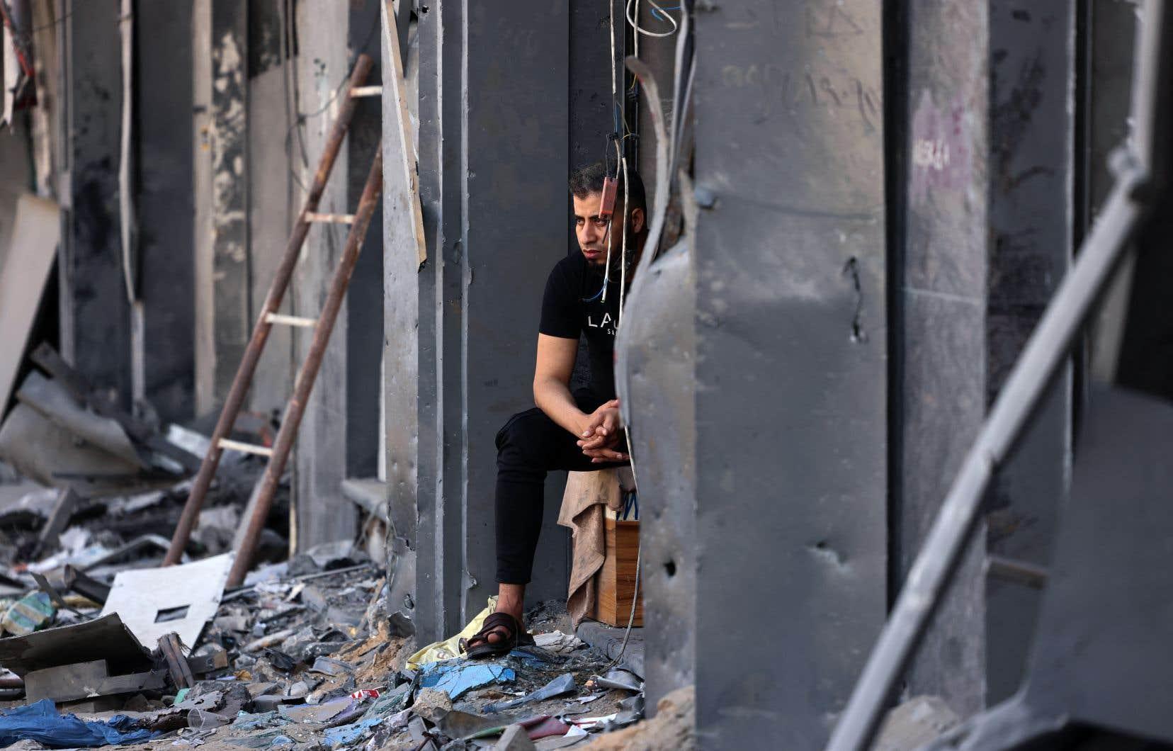 Dans le quartier al-Rimal, à Gaza, bon nombre de boutiques ont été détruites par les bombardements israéliens.
