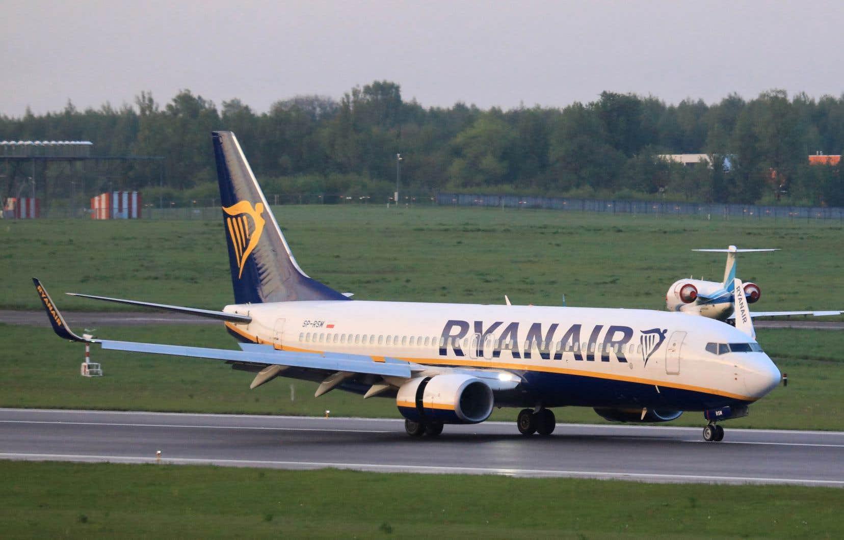 L'avion de la compagnie Ryanair effectuait un vol entre la Grèce et la Lituanie, deux pays membres de l'UE et de l'OTAN. En début de soirée, l'appareil a finalement repris son vol à destination de Vilnius, où il a atterri.
