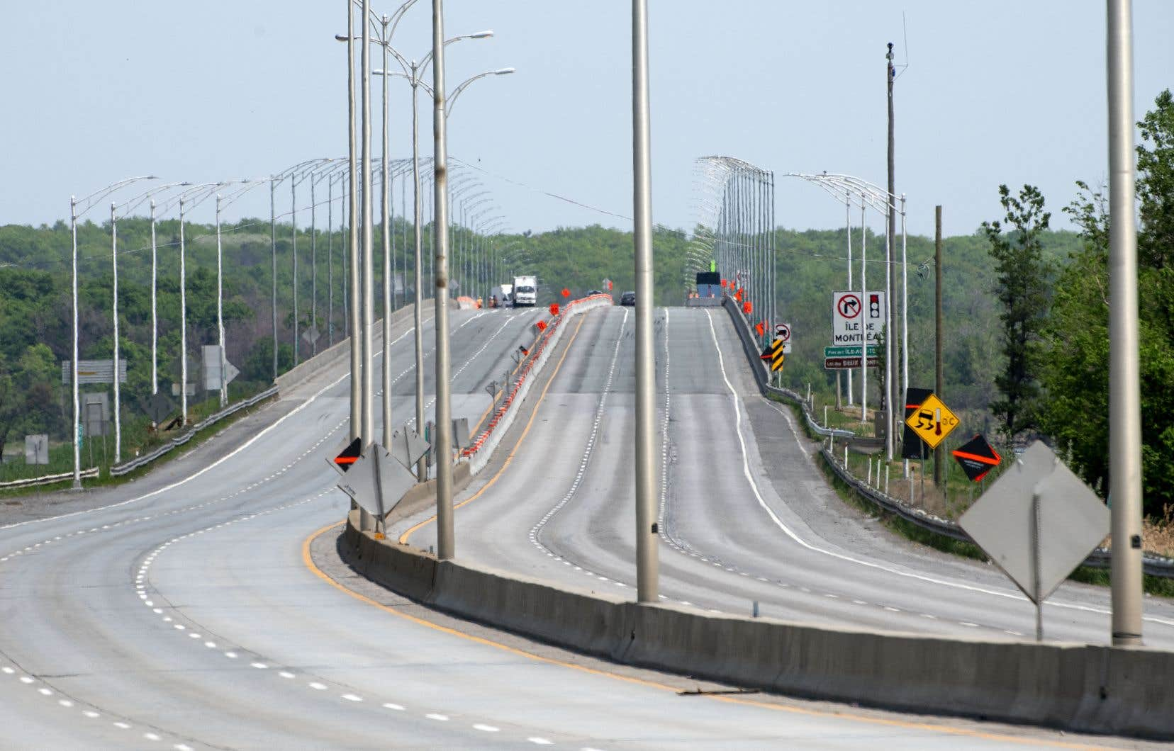 Le pont de l'Île-aux-Tourtes, qui relie Vaudreuil-Dorion et Senneville, dans l'ouest de l'île de Montréal, a été clos en urgence jeudi par le ministère des Transports pour «réaliser des travaux d'urgence».