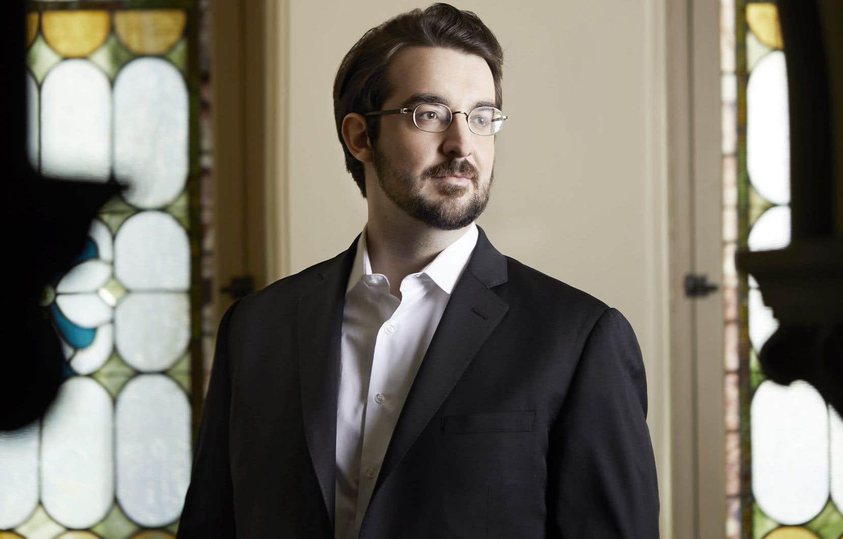 Le pianiste Charles Richard-Hamelin fait salle comble ces temps-ci à Montréal et la fin de semaine prochaine à Québec, alors même que le public semble, par ailleurs, plutôt prudent dans ses velléités de retour en salle