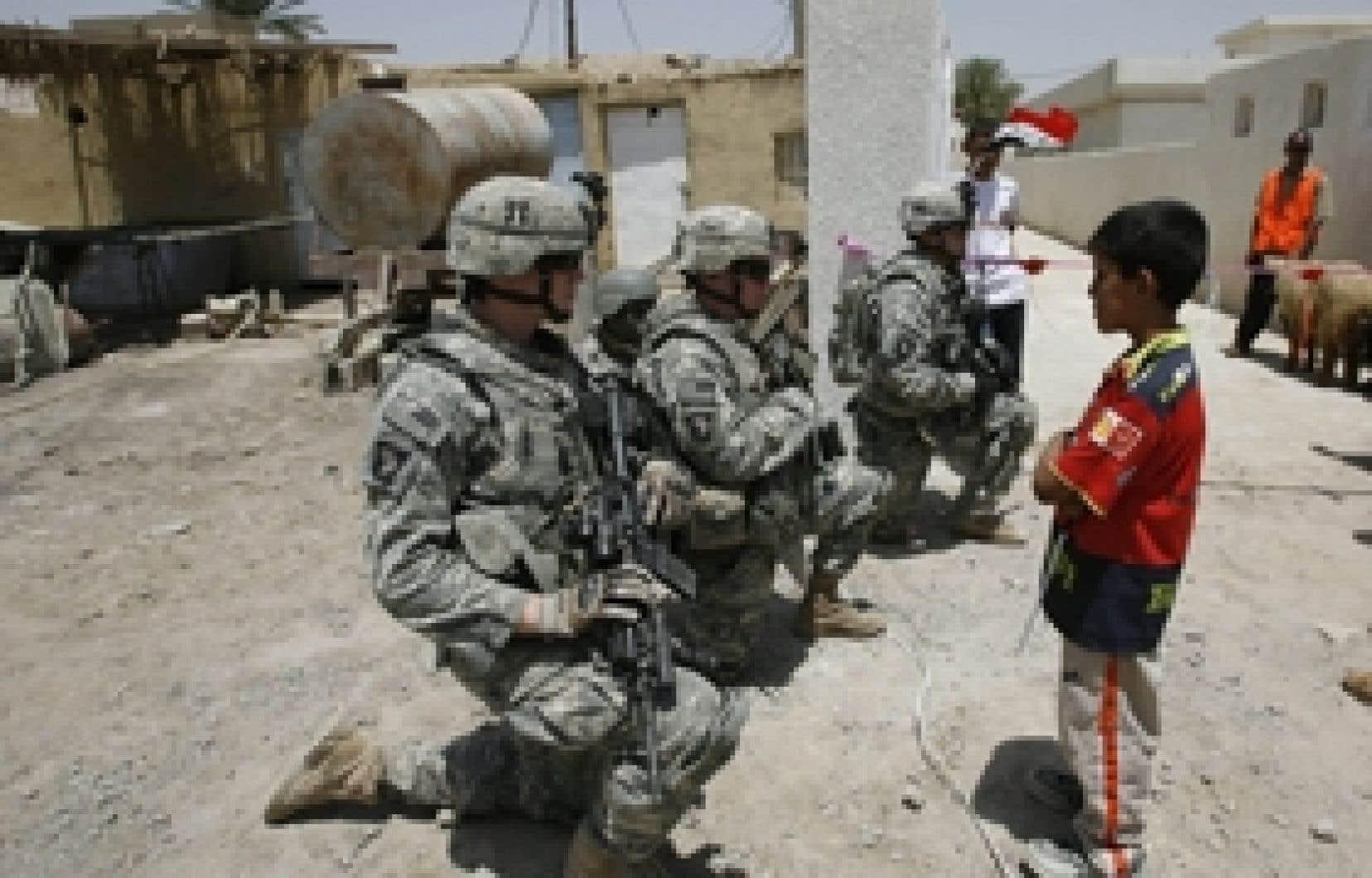 Des soldats américains en mission dans un village irakien le 20 mai dernier. On estime à au moins 225 le nombre de militaires américains qui se sont réfugiés au Canada pour ne pas servir en Irak.