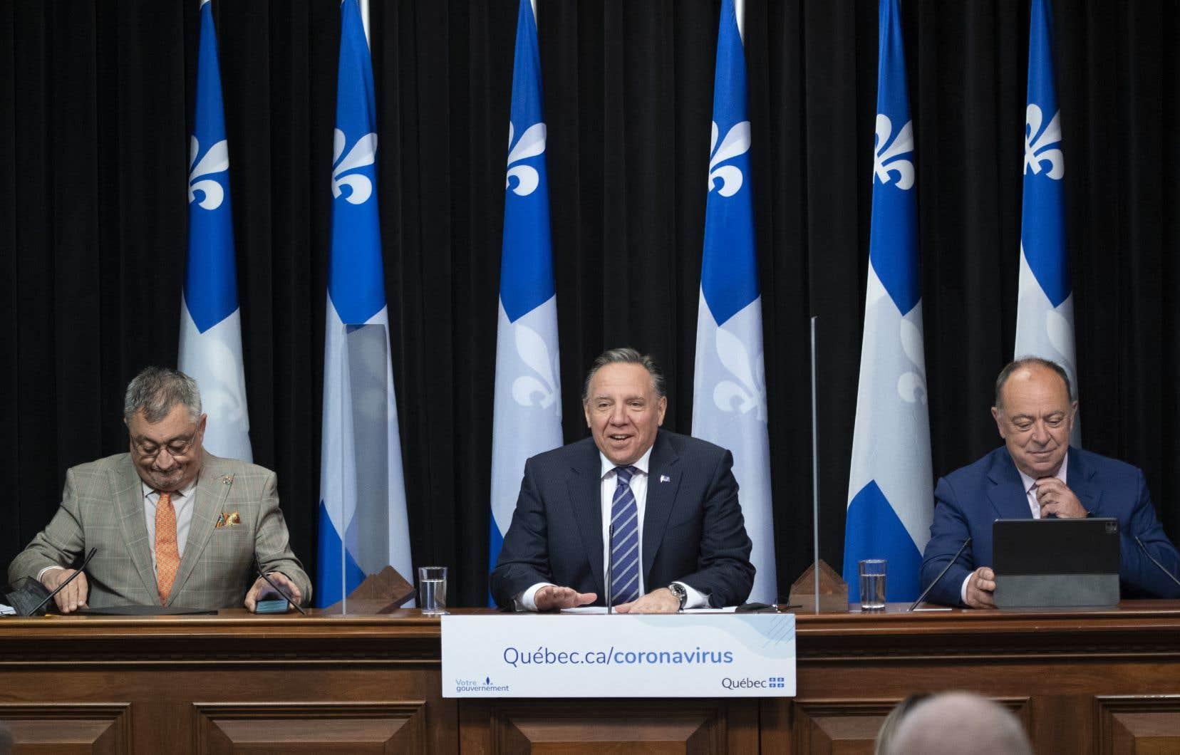 Le directeur national de santé publique, Horacio Arruda, le premier ministre François Legault, et le ministre de la Santé, Christian Dubé