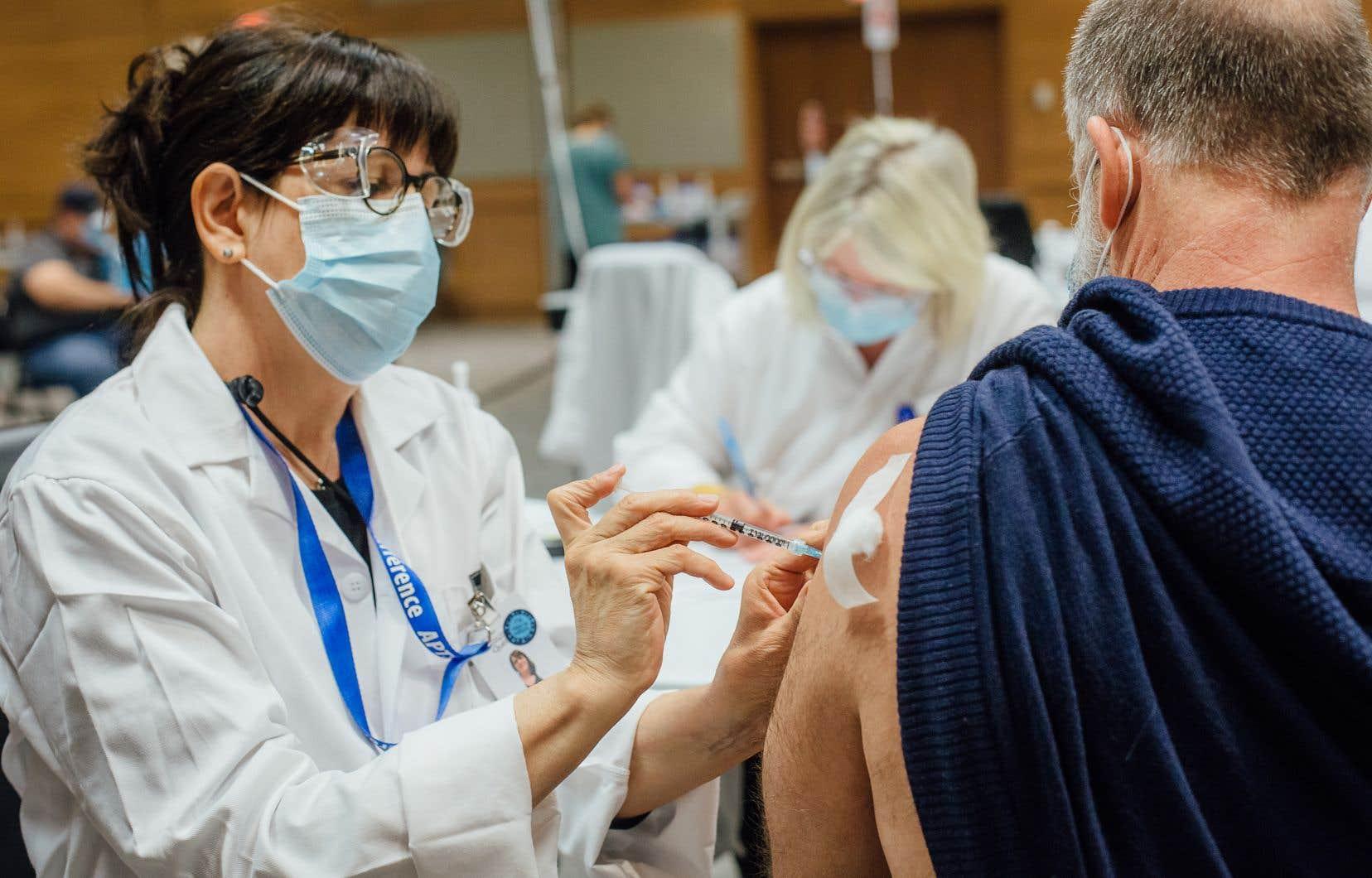 Environ 500 000 personnes au Québec ont obtenu une première dose du vaccin d'AstraZeneca au cours des derniers mois.