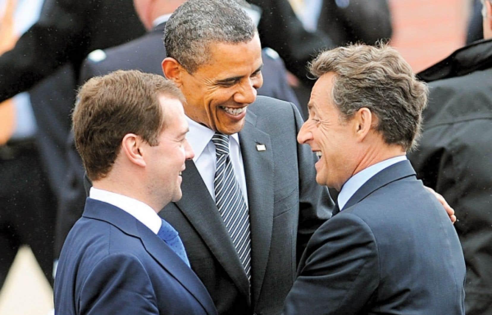 Le président russe, Dmitri Medvedev, en compagnie de Barack Obama et de l'hôte du G8, Nicolas Sarkozy.<br />