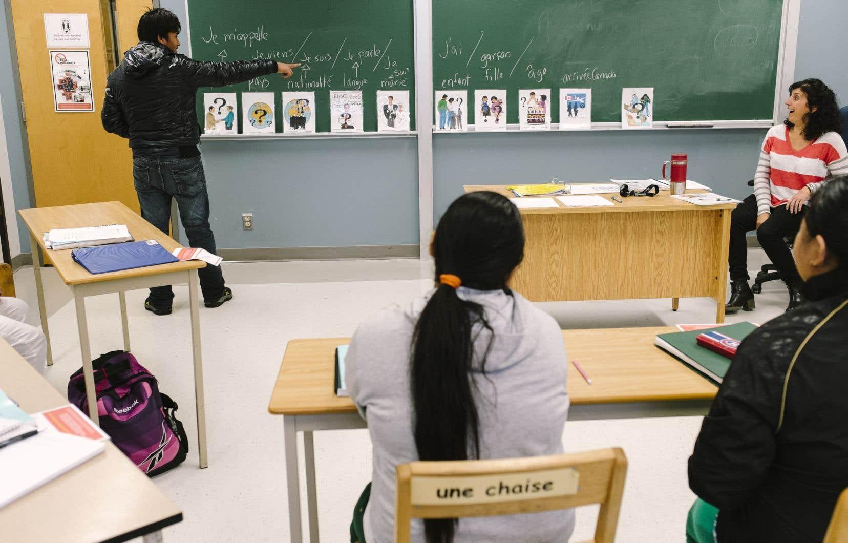 Le Conseil supérieur de l'éducation recommande de mettre en place des approches d'alternance travail-francisation et travail-études.