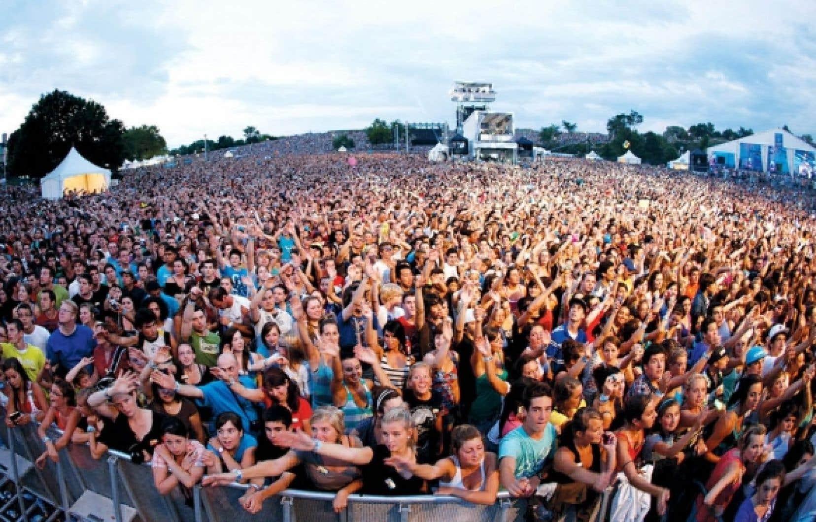 La foule pendant le spectacle des Black Eyed Peas au Festival d'été de Québec