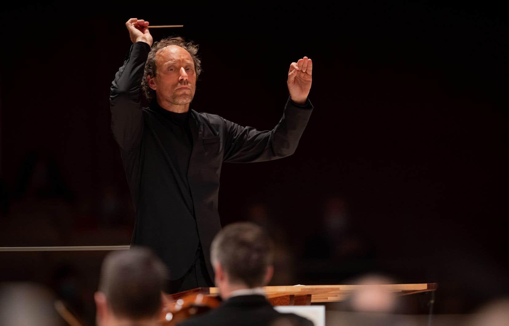 Otto Tausk est un chef néerlandais, directeur musical de l'Orchestre symphonique de Vancouver.
