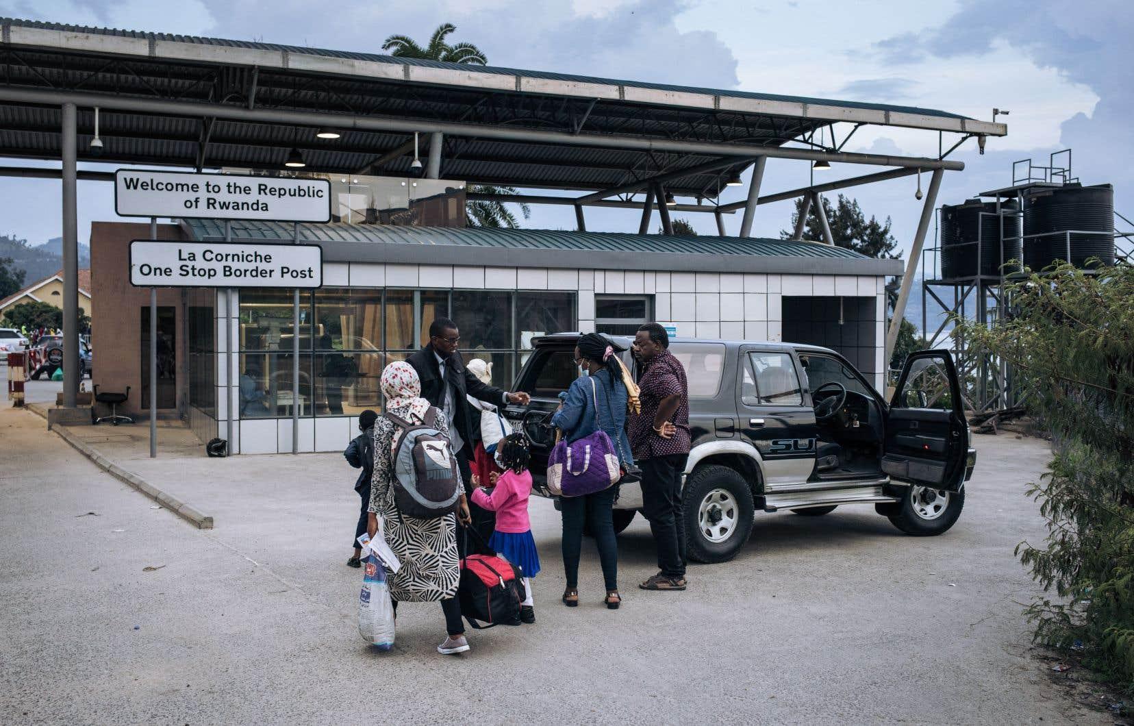 La ville de Goma, dans l'est de la République démocratique du Congo, était presque déserte hier alors que des résidents fuyaient encore la ville à ce moment-là, après que le gouvernement ait émis un avertissementselon lequel le volcan du mont Nyiragongo pourrait éclater à nouveau.