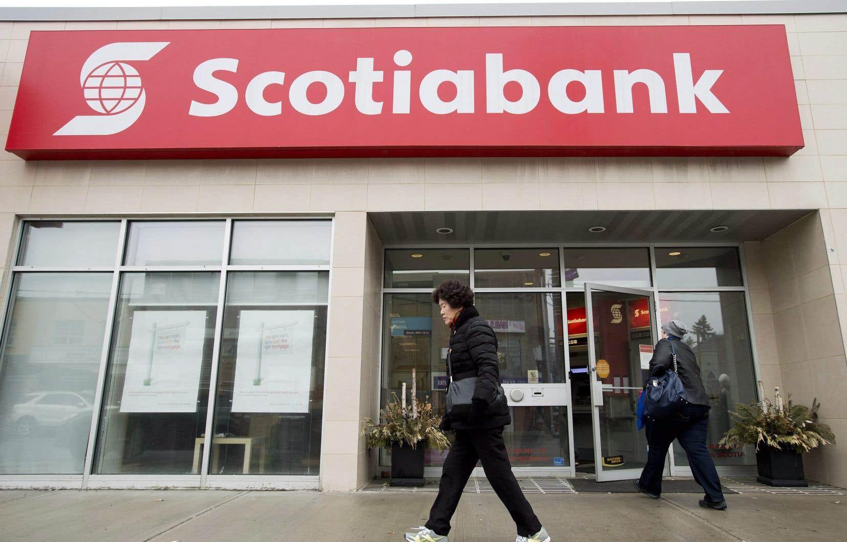 La Banque Scotia a indiqué que son bénéfice du deuxième trimestre clos le 30avril avait presque doublé par rapport à celui d'il y a un an.