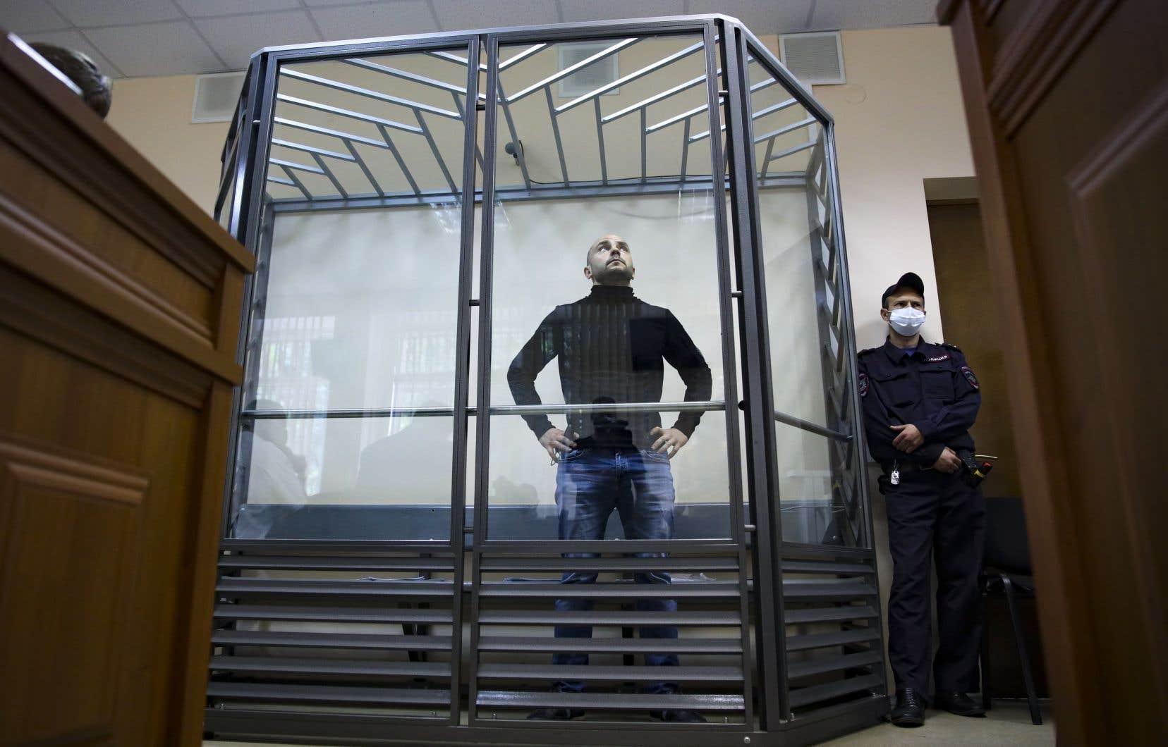 L'ancien dirigeant de l'organisation d'opposition russe Open Russia, Alexeï Pivovarov, a été placé en détention provisoire mercredi. On le voit ici au tribunal de Krasnodar.