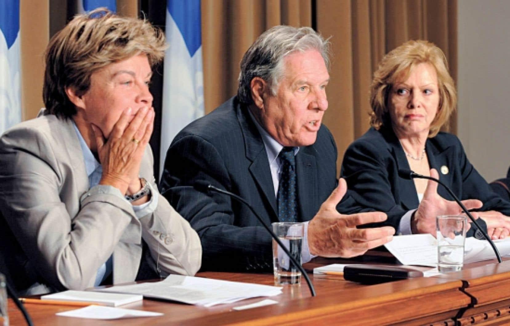Louise Beaudoin, Pierre Curzi et Lisette Lapointe ont annoncé hier leur démission du Parti québécois.<br />
