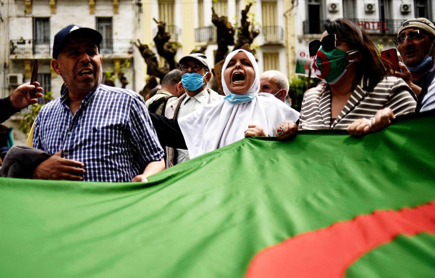 Cette semaine, dans les pages du magazine français «Le Point», le président algérien a affirmé ne plus croire en l'existence du Hirak et à dénoncé un mouvement qui a perdu sa raison d'être, selon lui, pour appeler désormais à la violence.
