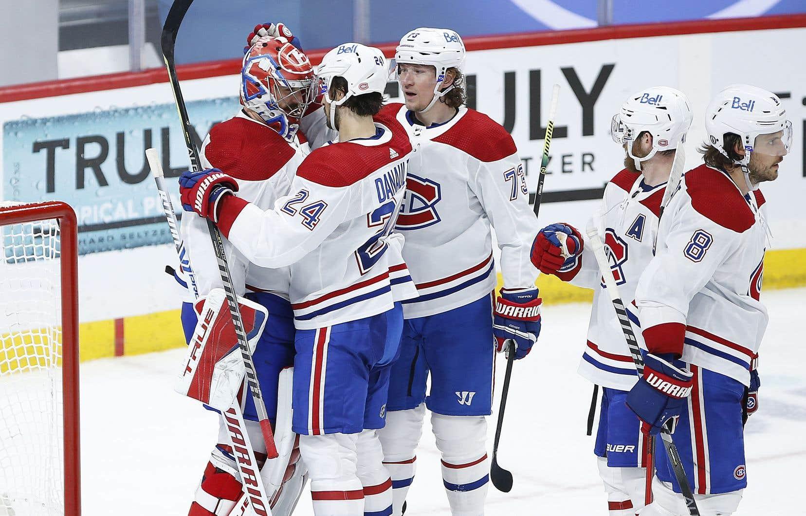 Les Canadiens de Montréal ont passé au 2e tour des séries éliminatoires et devront affronter les Jets de Winnipeg.